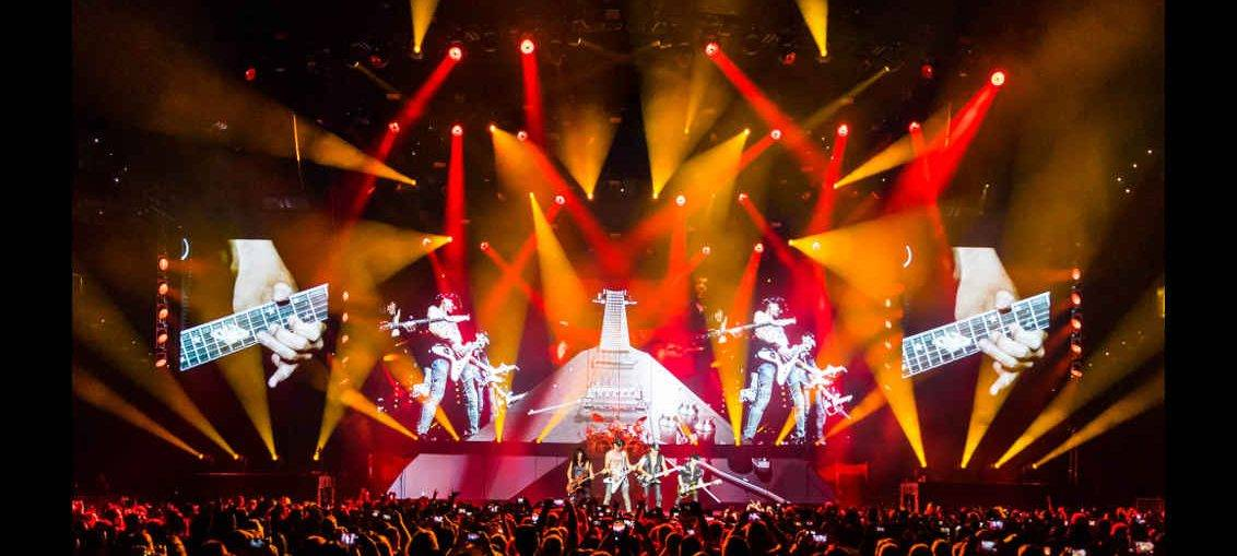 Philips Lighting has announced that its unique stage lighting fixture the Philips VL6000 Beam is delivering a powerful impact for the Crazy World concert ... & GLOBAL: Philips Lightingu0027s VL6000 Beams Cut Through Rock For The ...